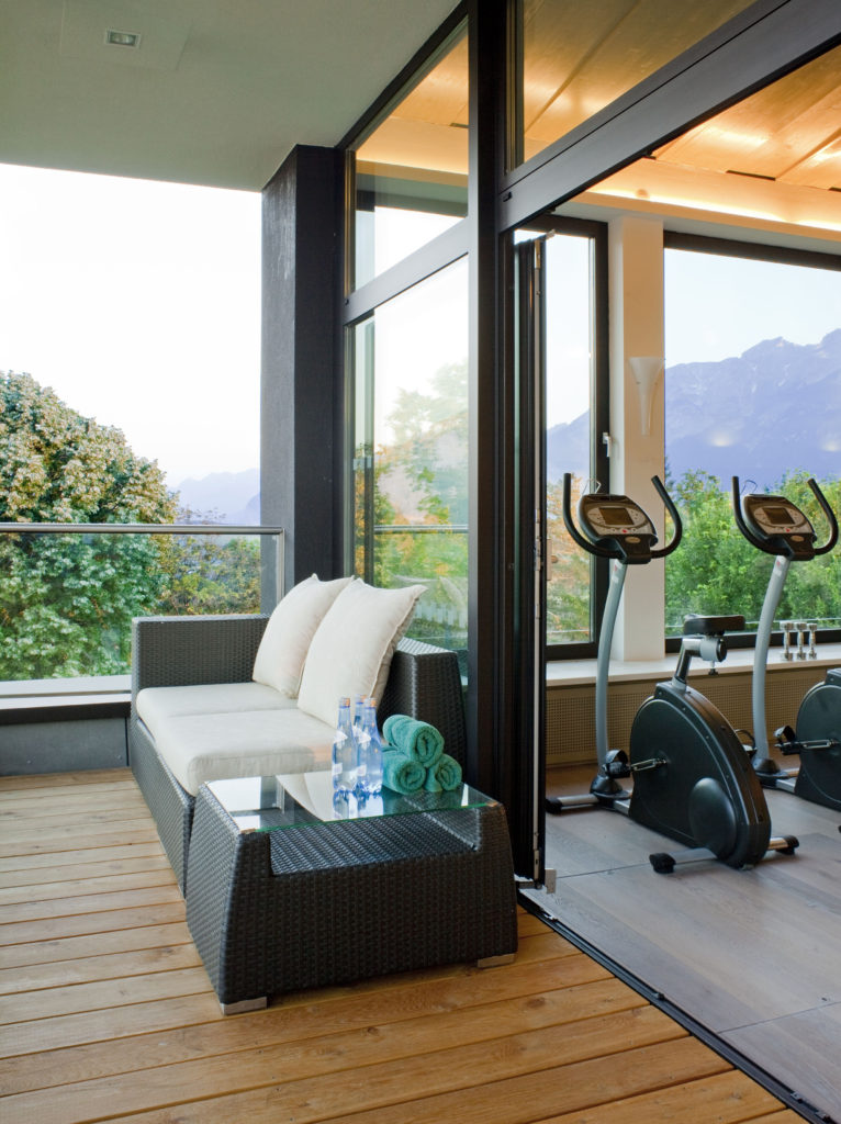 parkhotel-igls_panorama-fitness-gym-with-exterior-decking